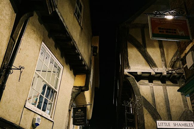 The_Shambles_at_night