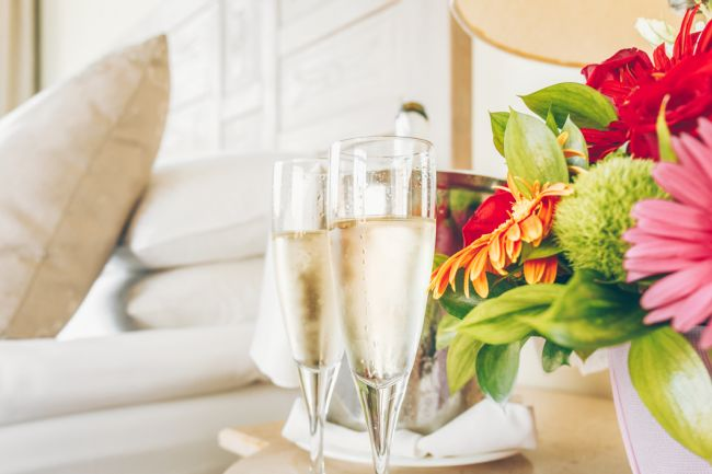 Prosecco_and_flowers_holiday_let