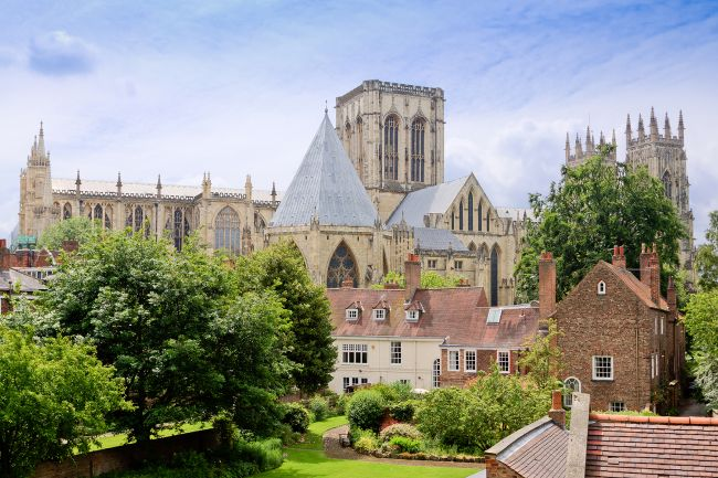 picture_of_york_minster_from_bar_walls
